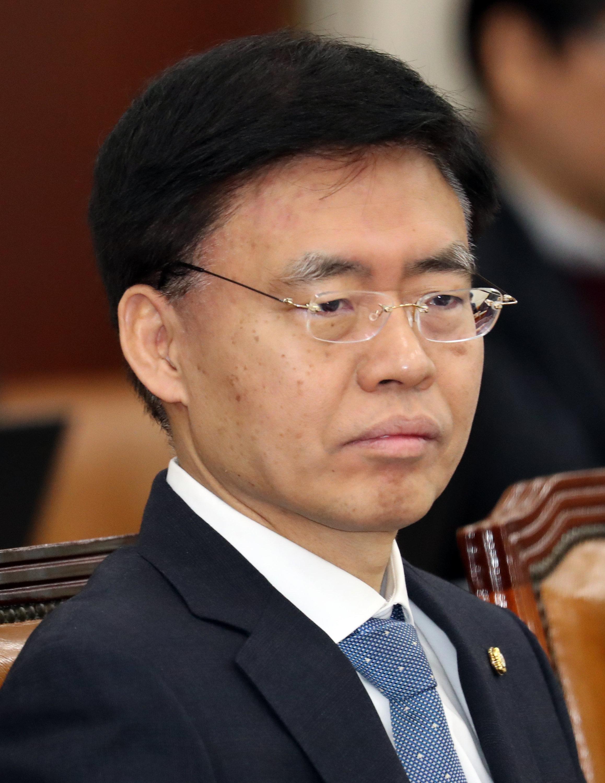 한국당 최교일 의원이 '스트립바 종용' 의혹을 반박하며 한