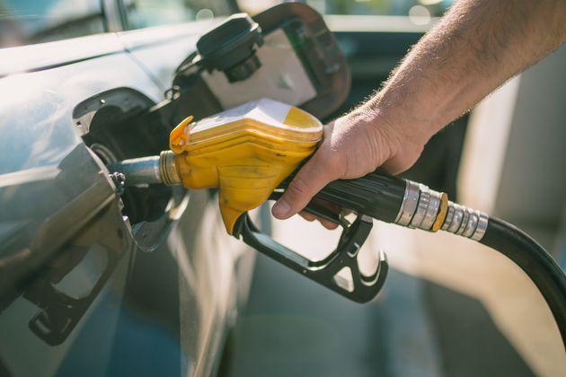 Le Maroc va plafonner les prix des carburants d'ici la mi-mars, selon Lahcen