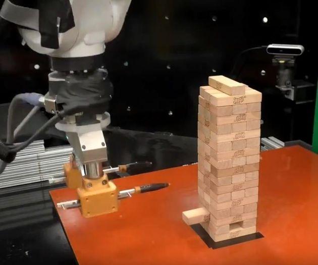 MIT: Ρομπότ μαθαίνει να παίζει Jenga και είναι
