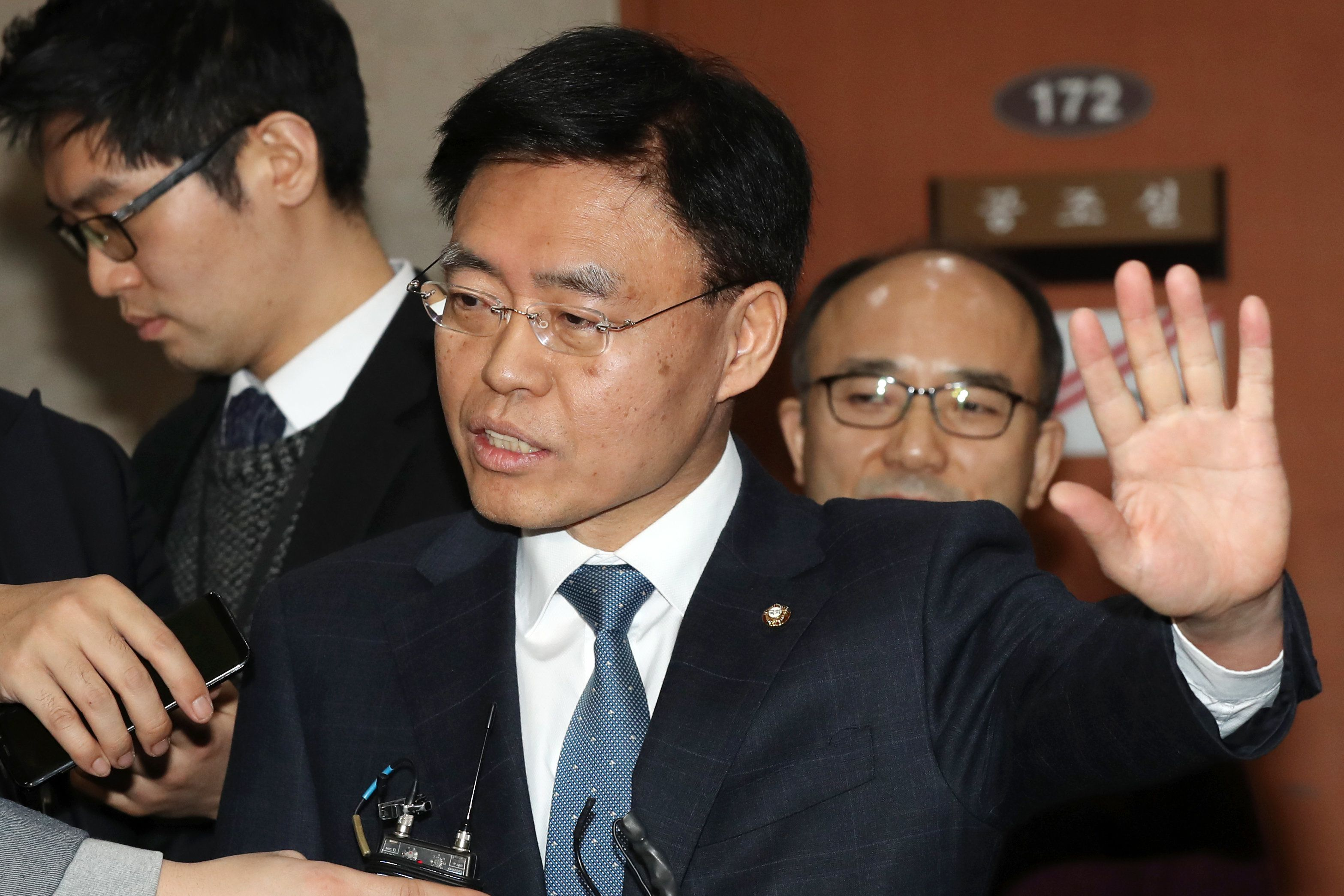 '연수 중 스트립바 방문' 의혹에 최교일 의원이 또 입장을