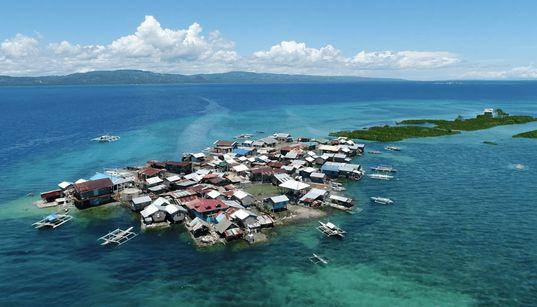 Το νησί που βουλιάζει και οι κάτοικοι που αρνούνται να το