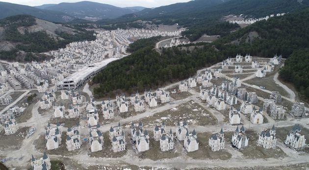 Πώς σώθηκε ο οικισμός με τους 732 πύργους -εκτρώματα της Τουρκίας και ποιοι τους