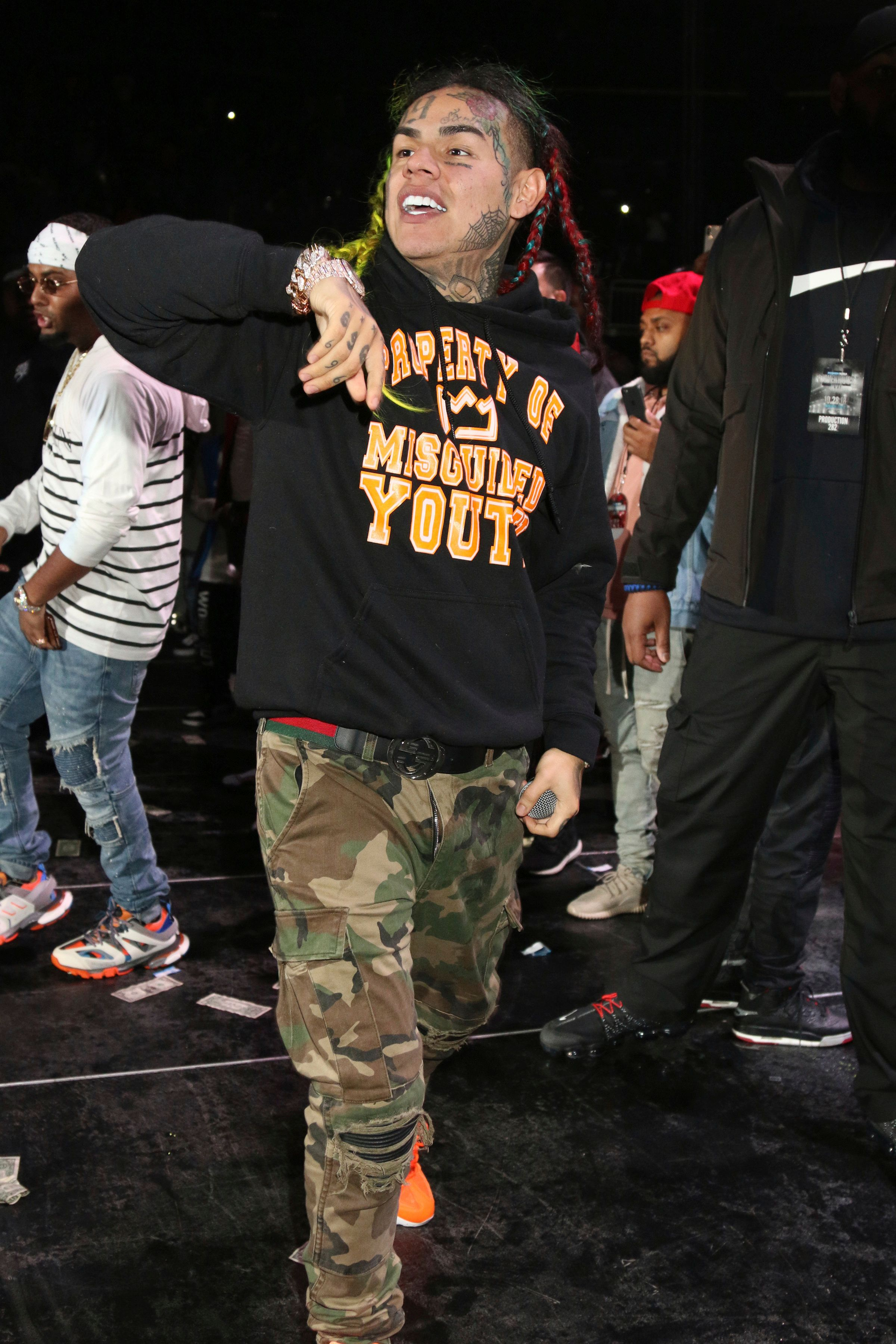 ***FILE PHOTO*** Tekashi 6ix9ine arrested on racketeering and weapons charges NEWARK, NJ - OCTOBER 28: Tekashi 6ix9ine at Power 105.1's Powerhouse 2018 at Prudential Center on October 28, 2018 in Newark, New Jersey. Credit: Walik Goshorn/MediaPunch /IPX