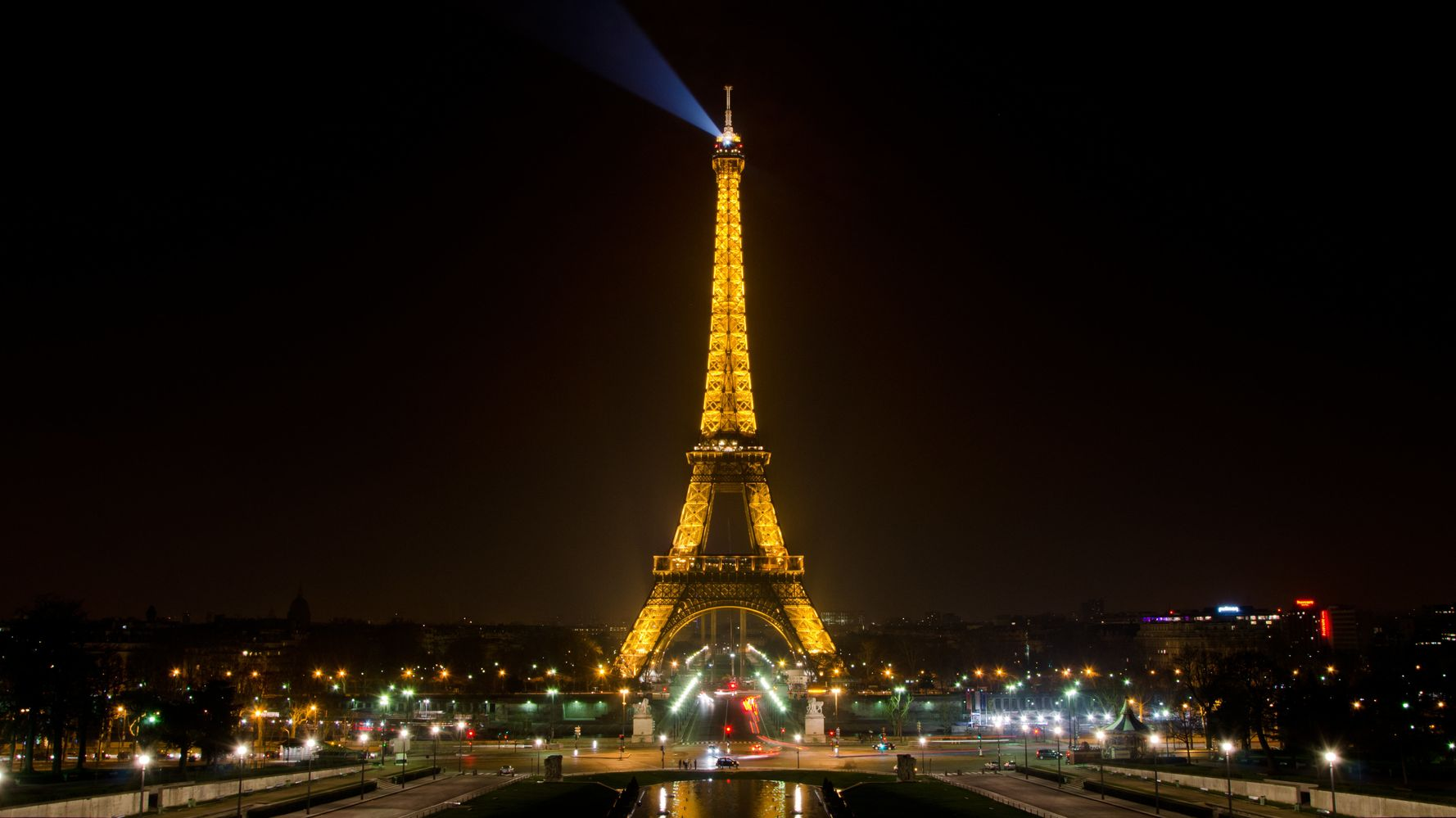 Why Your Eiffel Tower Photos May Be Illegal Huffpost Life