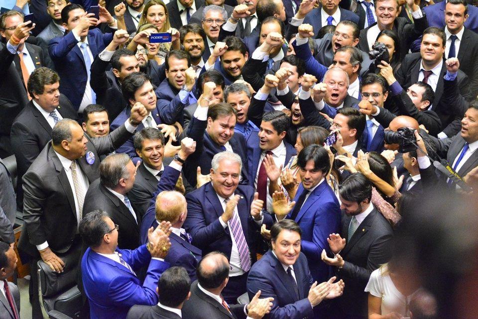 Presidente do DEM, o prefeito de Salvador, ACM Neto, esteve ao lado de Rodrigo Maia na