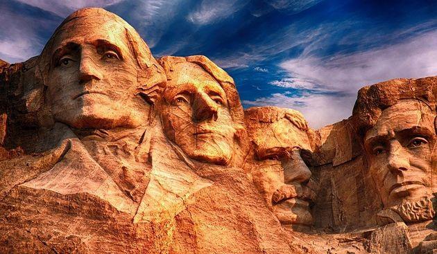 미국의 위대한 지도자들을 새겨넣은 러시모어산의