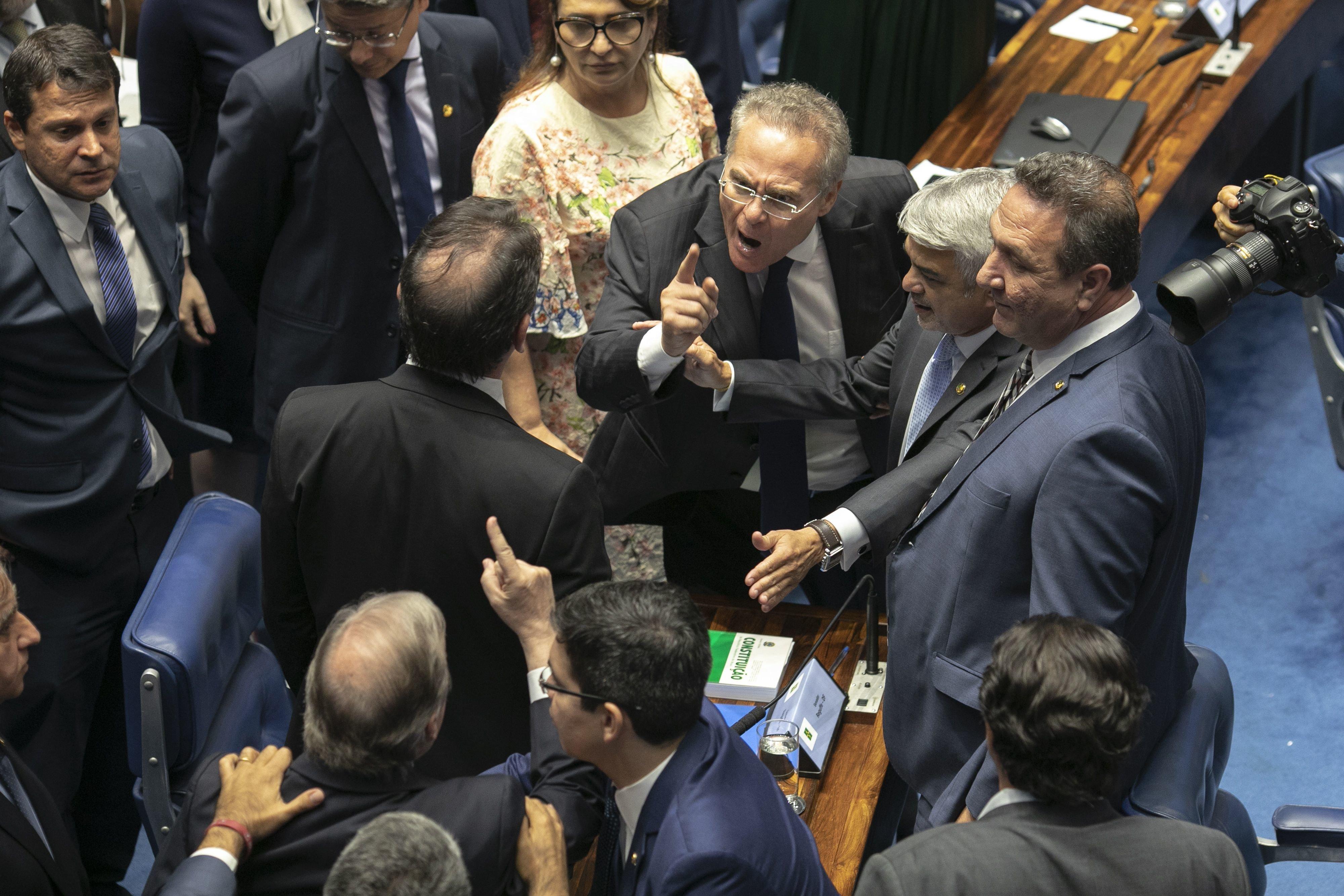 Em meio a impasse sobre voto aberto, Senado retoma sessão para eleger próximo