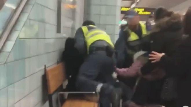 Σεκιούριτι ασκούν βία σε έγκυο στο μετρό επειδή δεν είχε εισιτήριο (vid) - Οργή στη