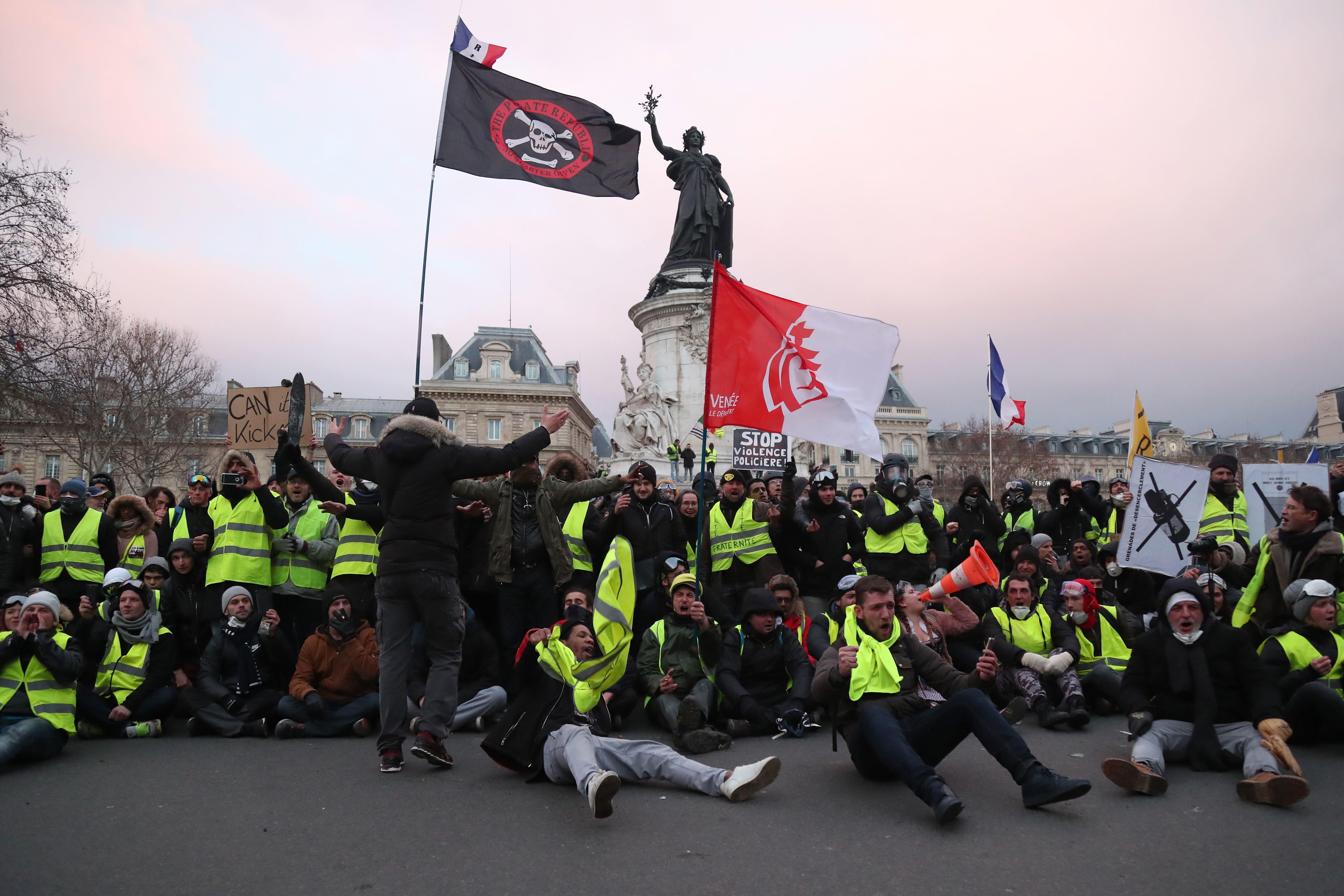 Νέες διαδηλώσεις από τα «κίτρινα γιλέκα» στη