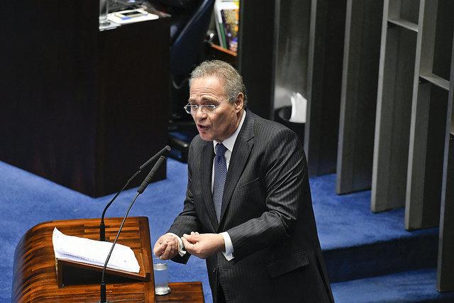 Após Renan retirar candidatura, Davi Alcolumbre é eleito presidente do