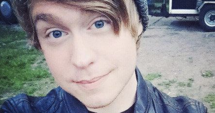 Austin Jones, a 24-year-old singer whose YouTube videosoften attract millions of views, appeared in a Chicago court Tuesday facing child pornography charges, the Associated Press reported.