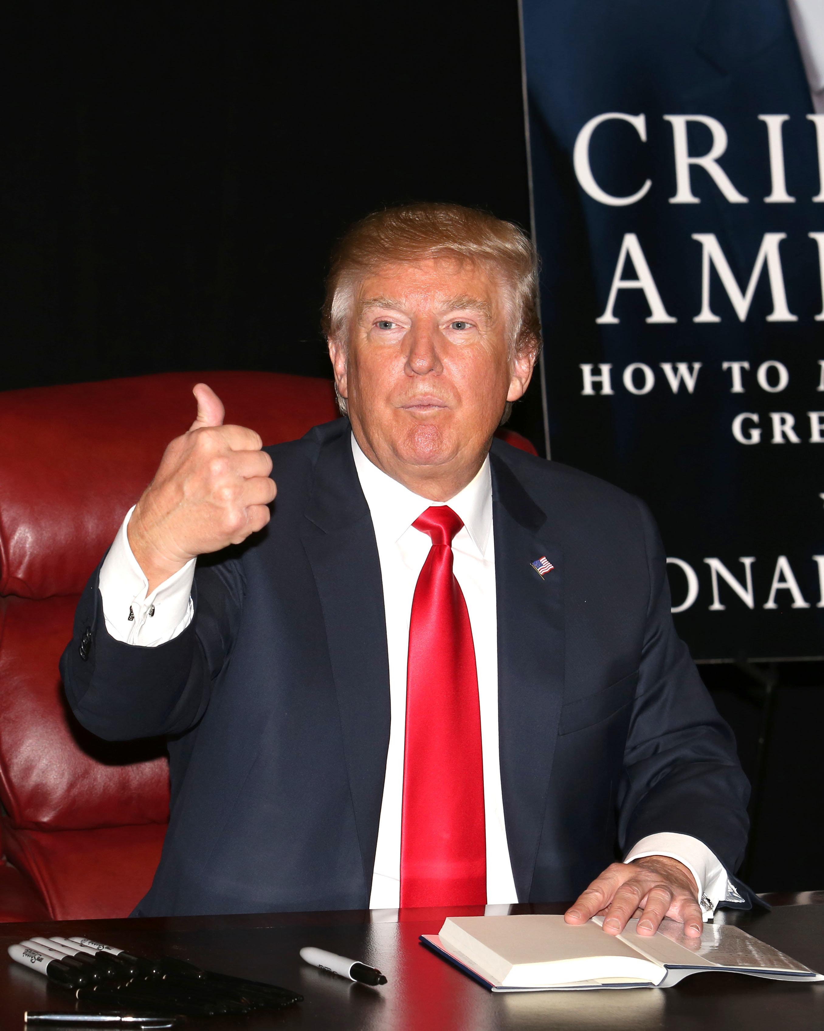 """Le bronzage de Trump vient uniquement de ses """"bons gènes"""", assure la Maison"""