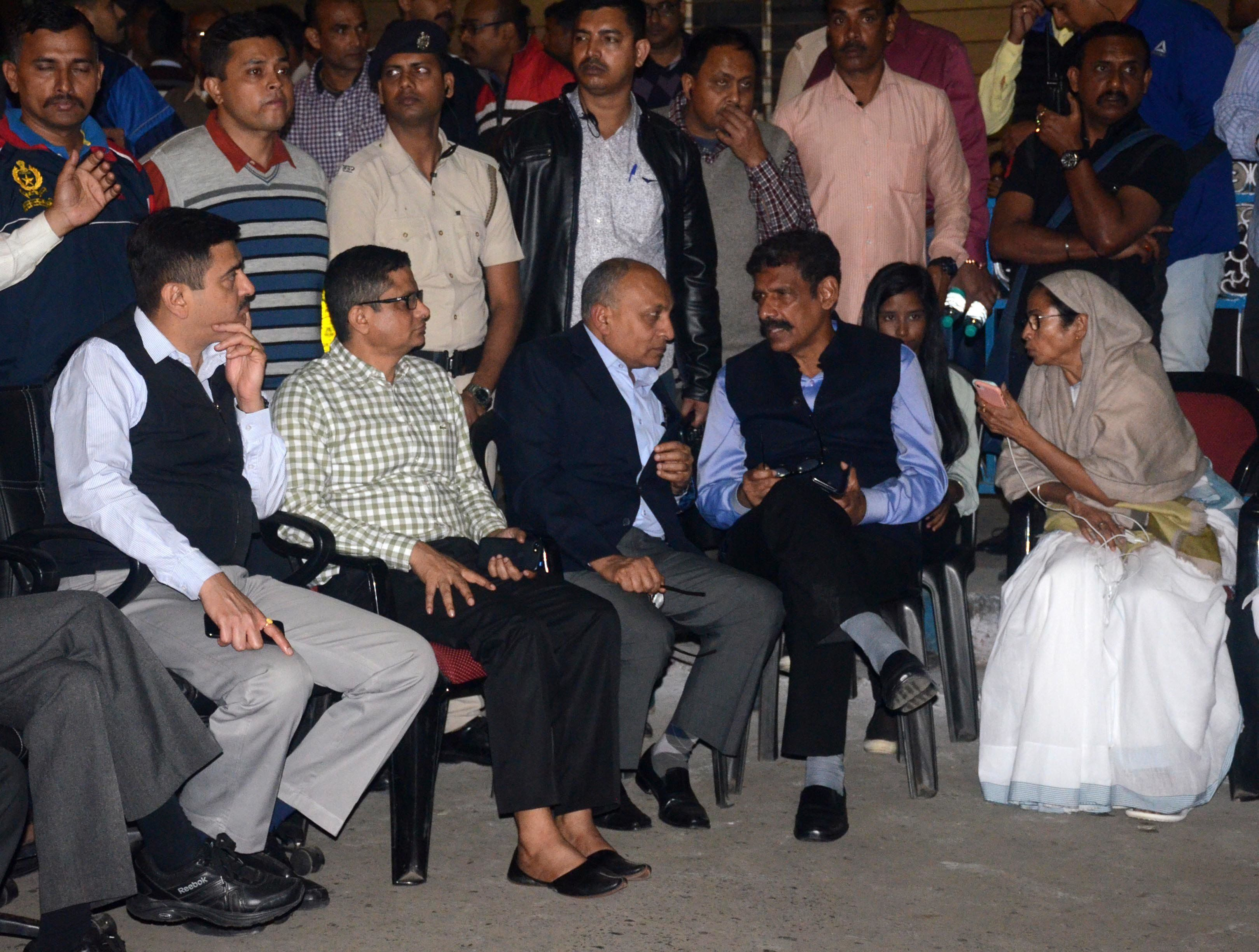 Mamata Banerjee Continues Dharna Over CBI, Kolkata Police