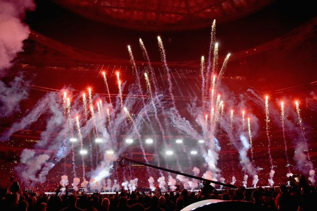 Super Bowl: Οι Maroon 5 τραγουδούν στο ημίχρονο και διχάζουν το