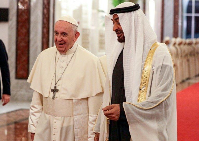 Le pape François effectue sa première visite aux Émirats arabes