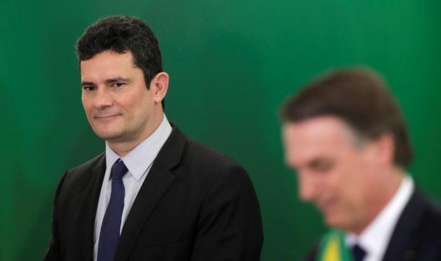 Resposta de Moro a caso de Flávio Bolsonaro põe em xeque discurso de combate à