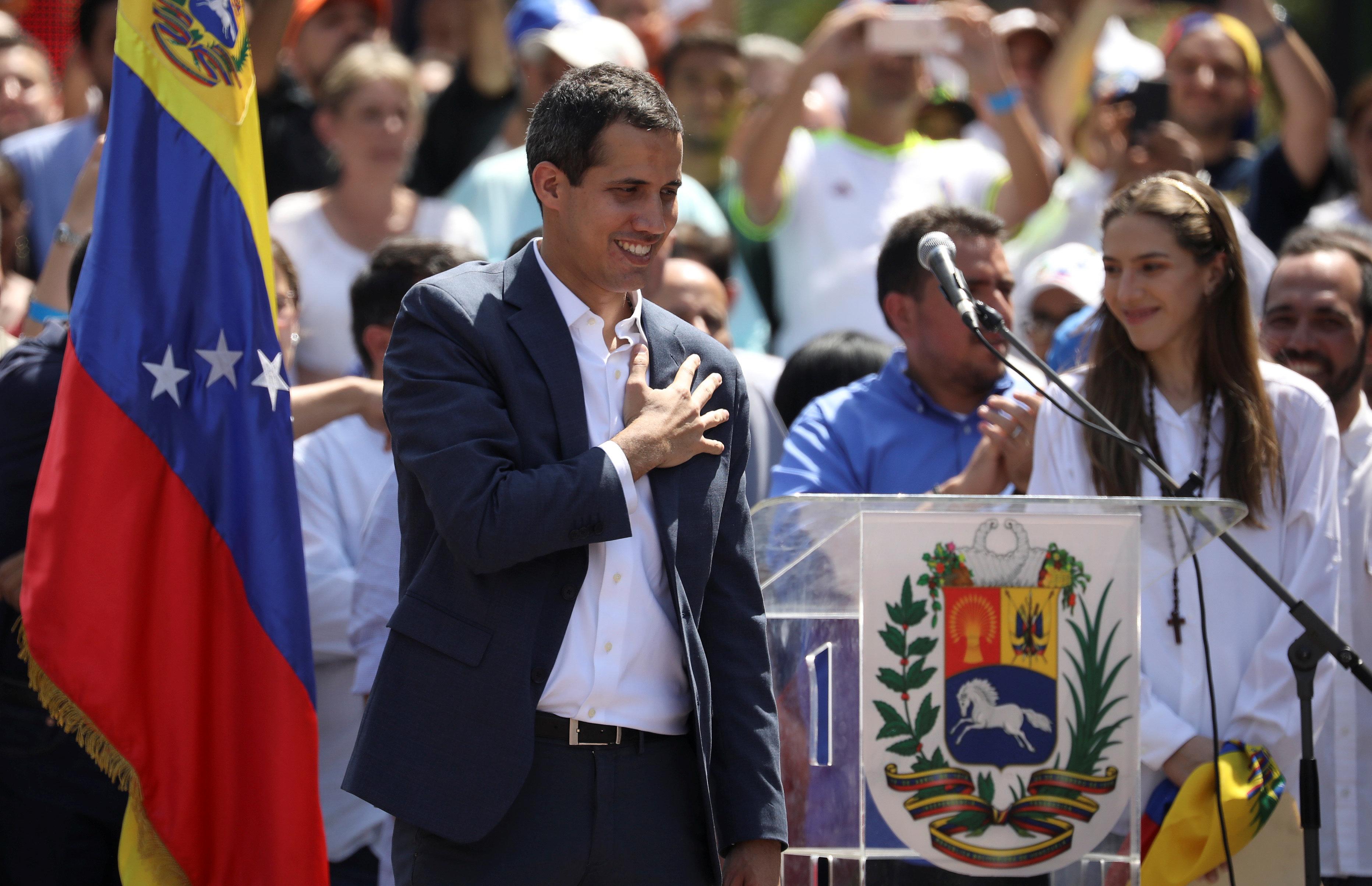 Au Venezuela, Guaido reconnu président par la France et plusieurs pays