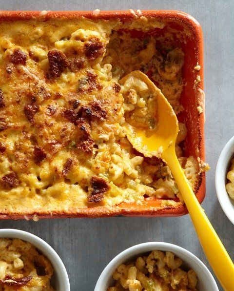 Este é o Buffalo Chicken and Crispy Skin do livro de Werlin, Mac & Cheese,
