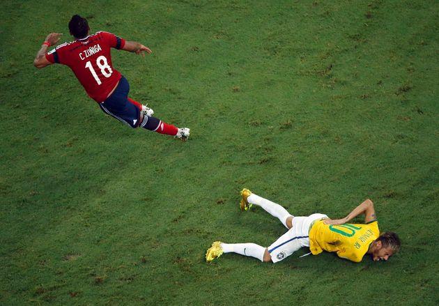 Em jogo de Brasil contra Colômbia, Neymar sofreu lesão e ficou de fora da semifinal da Copa...