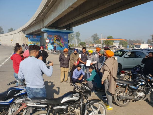 Youths clicking pictures with Bhagwant Maan on a roadside in village