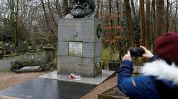 Βανδάλισαν τον τάφο του Καρλ Μαρξ στο