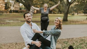 Amy Schumer photobombs James Matthews and Katherine Salisbury during their engagement shoot in New Orleans.