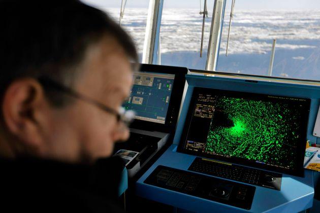 Ο βόρειος μαγνητικός πόλος της Γης μετακινείται προς τη Ρωσία! Τι αλλάζει σε GPS και