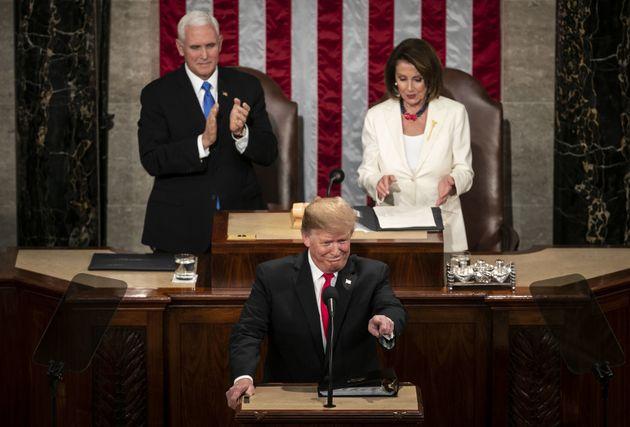 [트럼프 국정연설] 트럼프가 뜻밖에도 '여성의 성취'를 언급하자 일제히 박수가