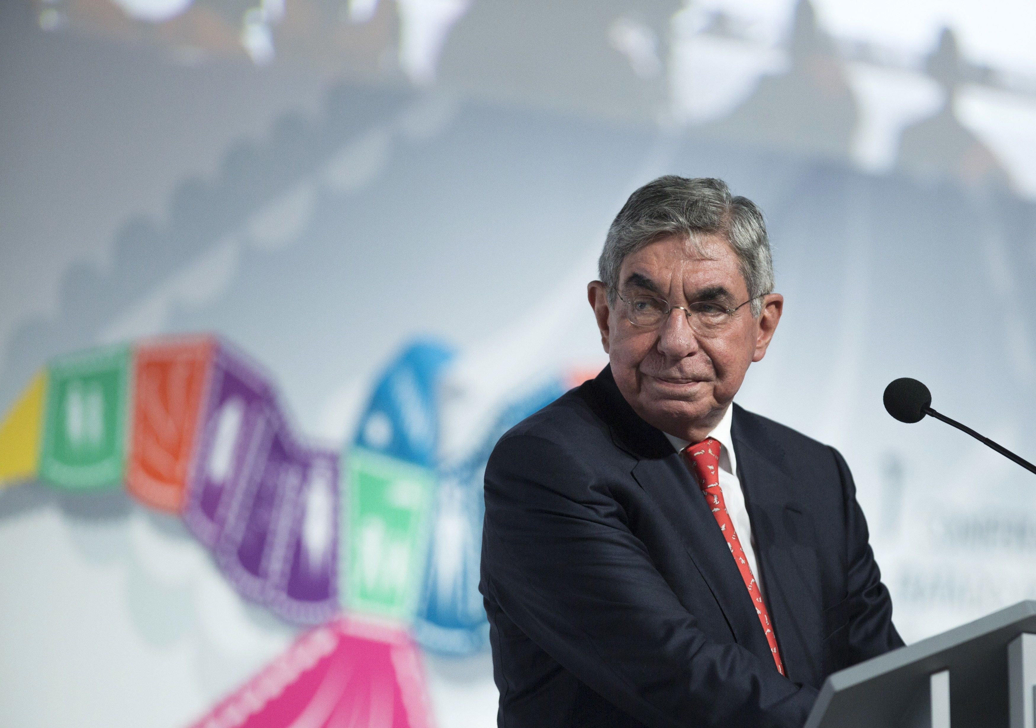 Óscar Arias Sánchez, pictured in 2015, has been accused by at least two women of sexual misconduct.