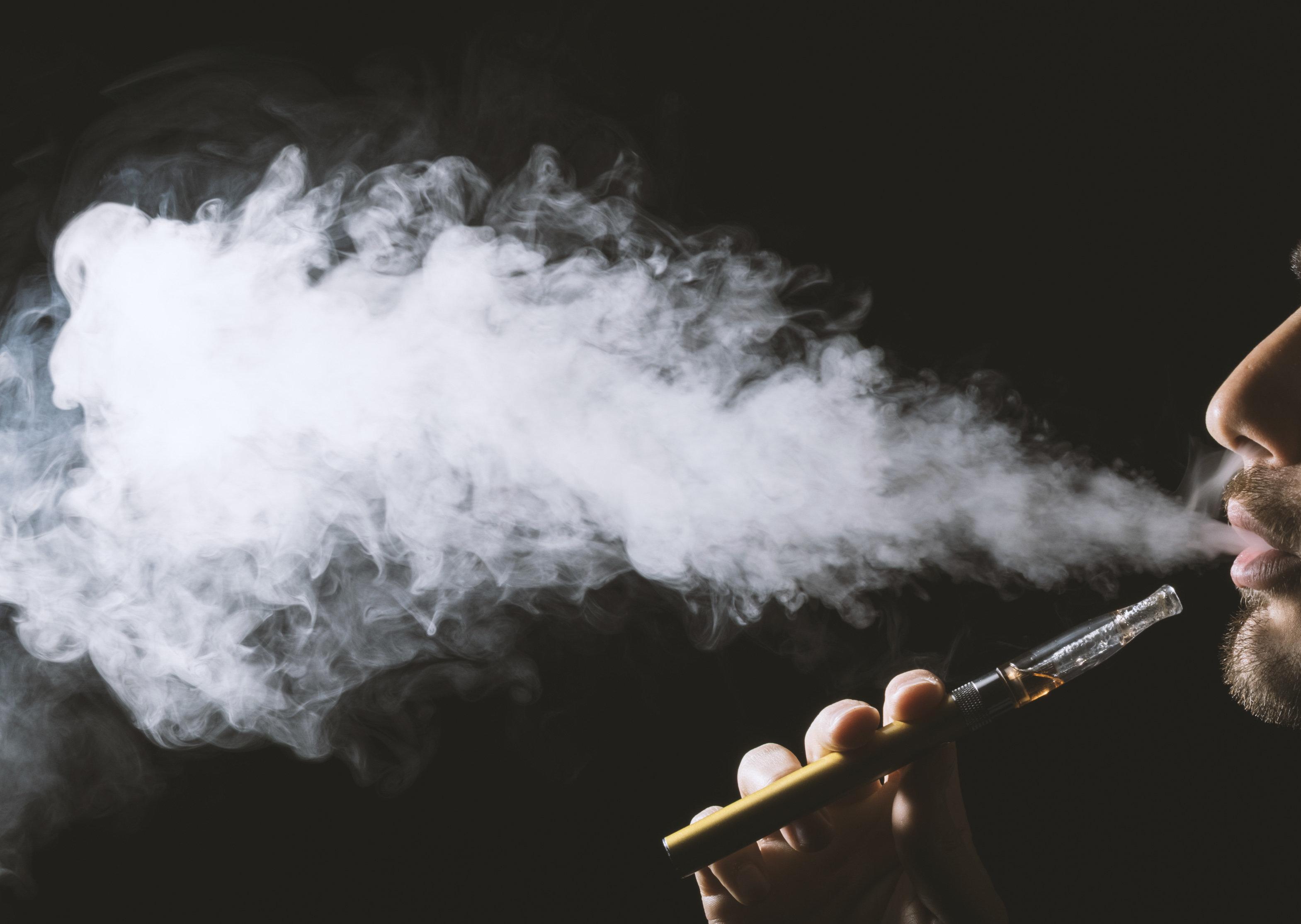 미국의 한 남성이 전자담배 폭발사고로