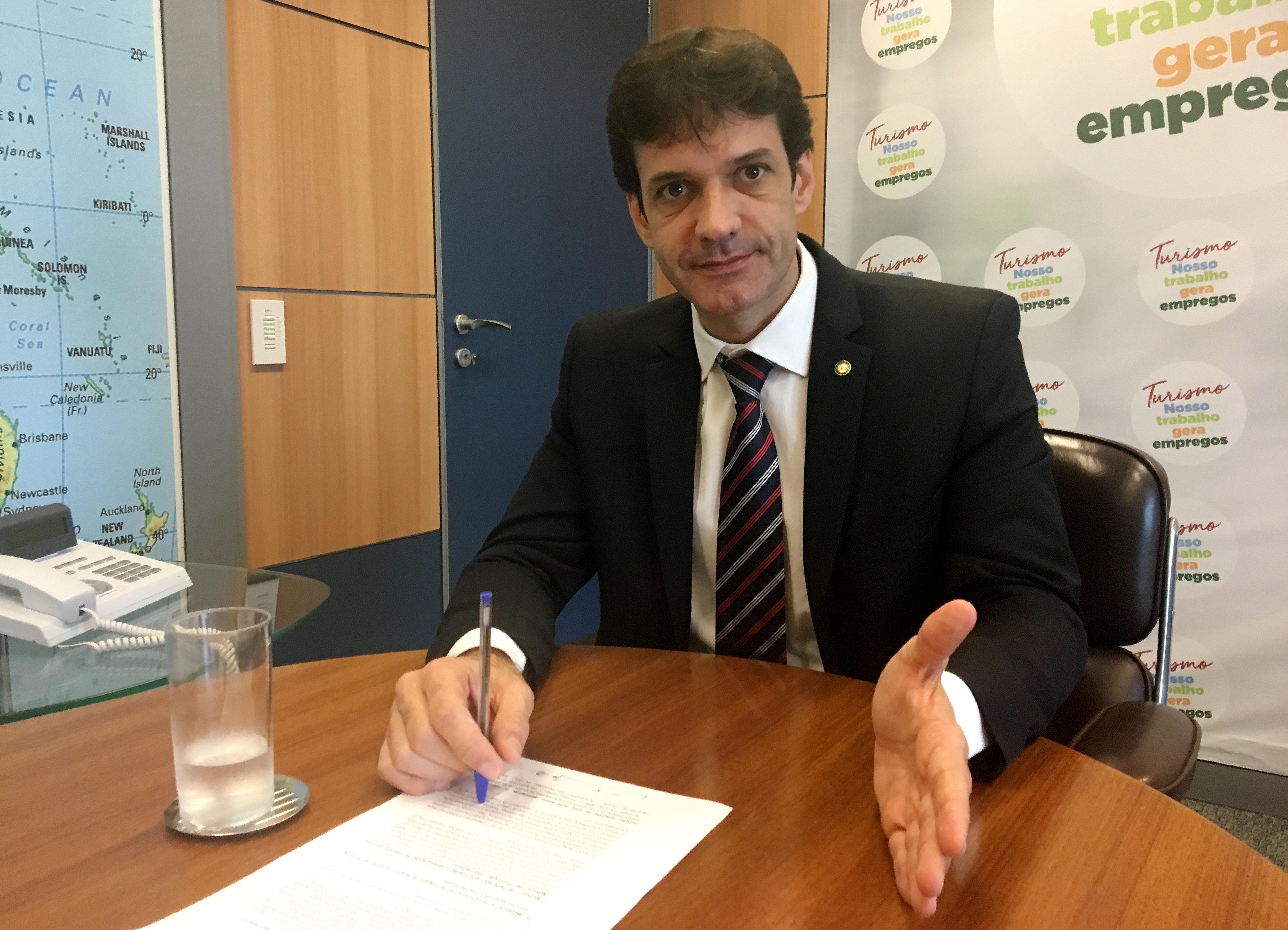 Ministro éalvo de denúncia feita pelo jornal Folha de S.Paulo sobre a criação...