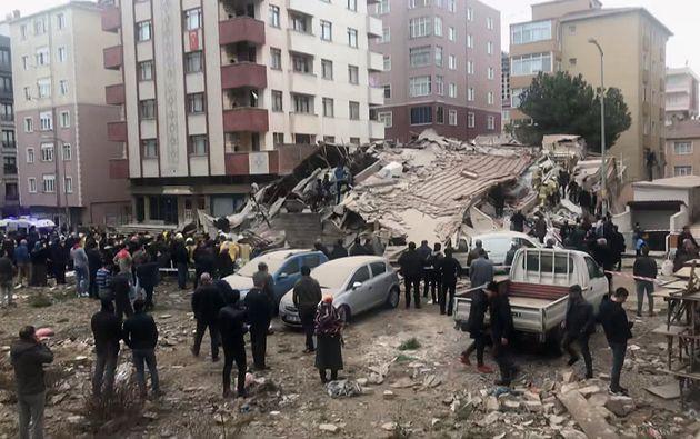 Κατάρρευση πολυώροφης πολυκατοικίας στην Κωνσταντινούπολη - Νεκροί και
