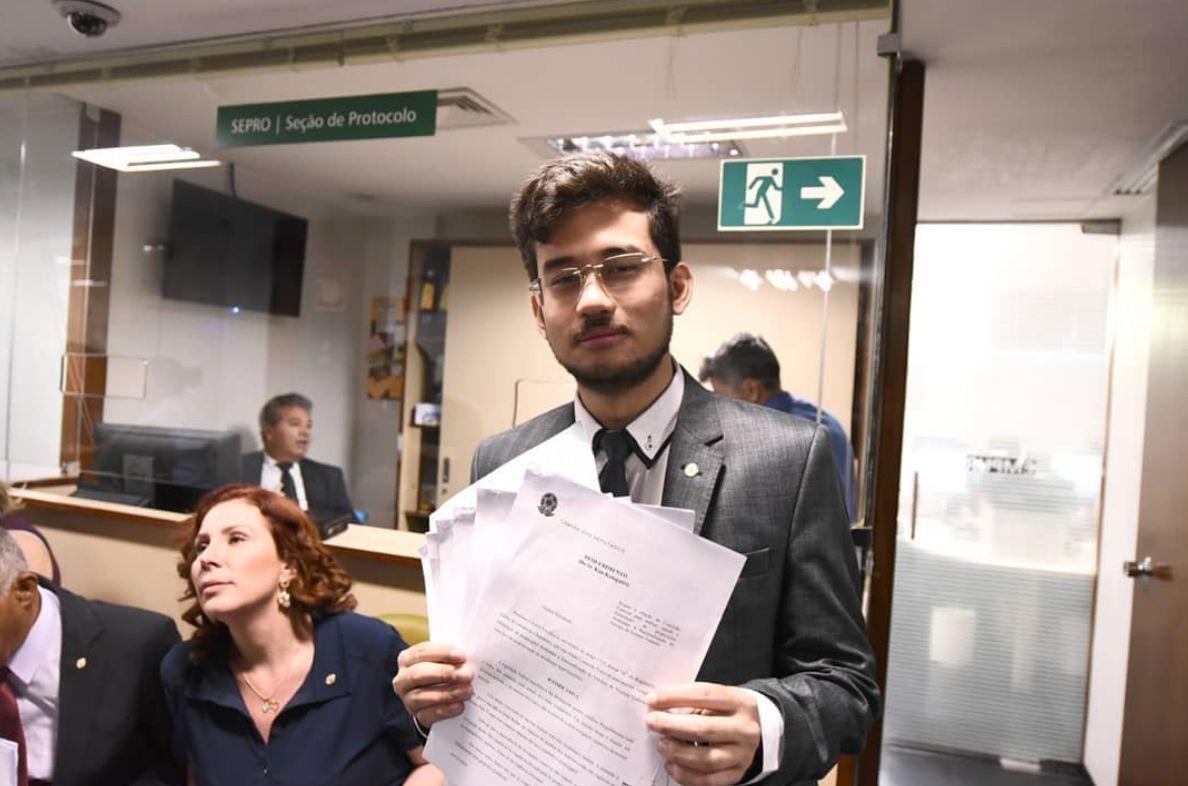 A Voz do Brasil (de novo) na mira: Kim Kataguiri propõe acabar com