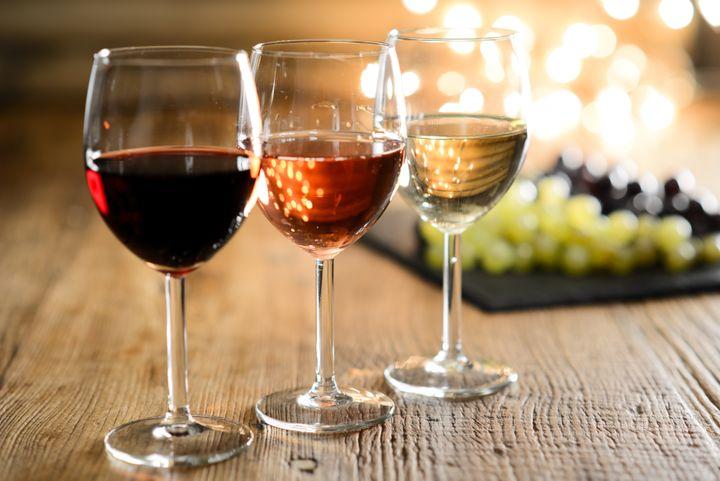 Vinho também pode ser uma bebida adequada para o verão.