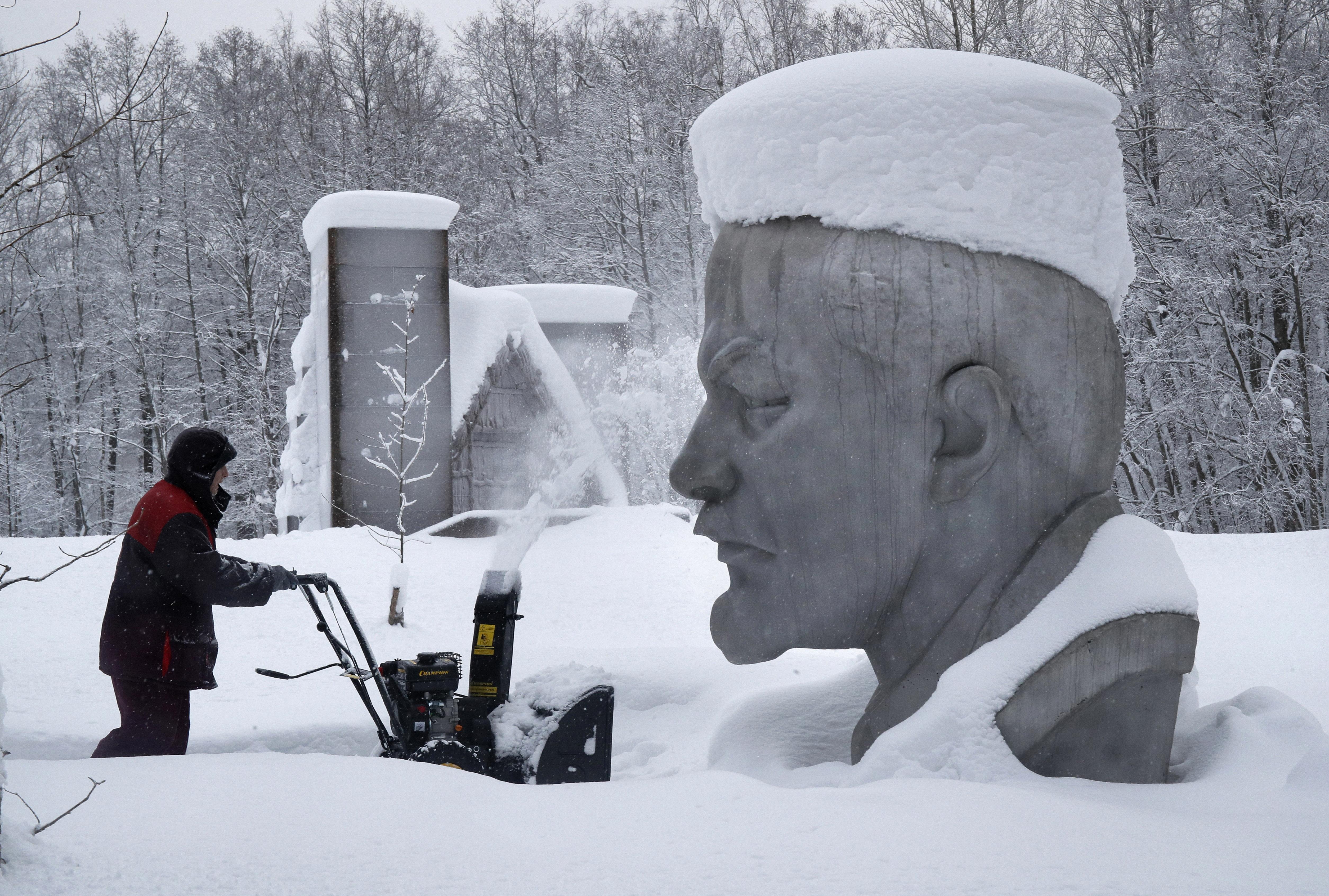 Λύγισε ακόμη και η Αγ. Πετρούπολη από τα χιόνια - Χάος, εκνευρισμός από την άνευ προηγουμένου