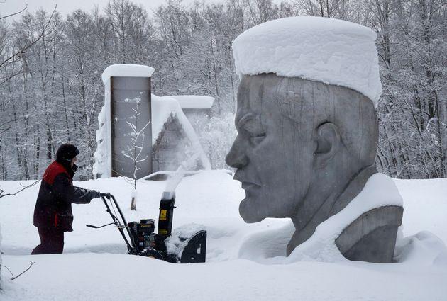 Λύγισε ακόμη και η Αγία Πετρούπολη από τα χιόνια - Ανευ προηγουμένου