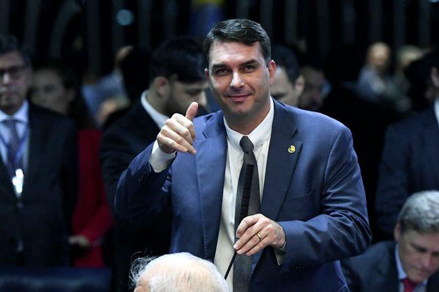 Filho do presidente Jair Bolsonaro é investigado por movimentações financeiras suspeitas...