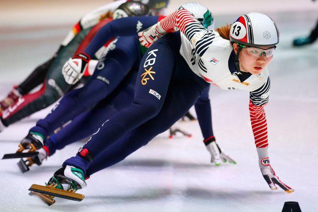 Shim Suk-hee participa de prova de 1 500 metros no campeonato mundial de patinação de velocidade,...