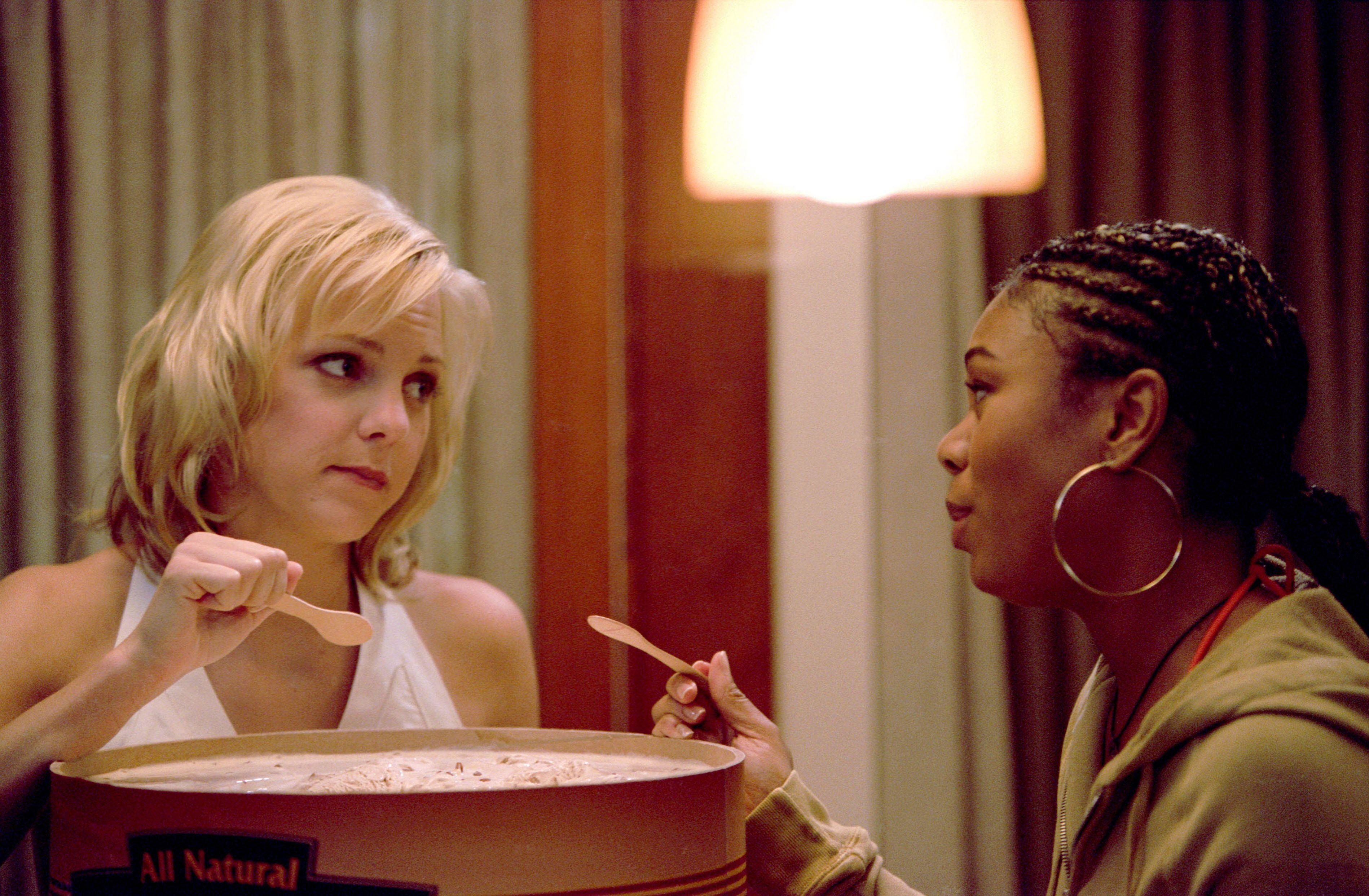 """Anna Faris and Regina Hall ate from a colossal tub of ice cream in """"Scary Movie"""