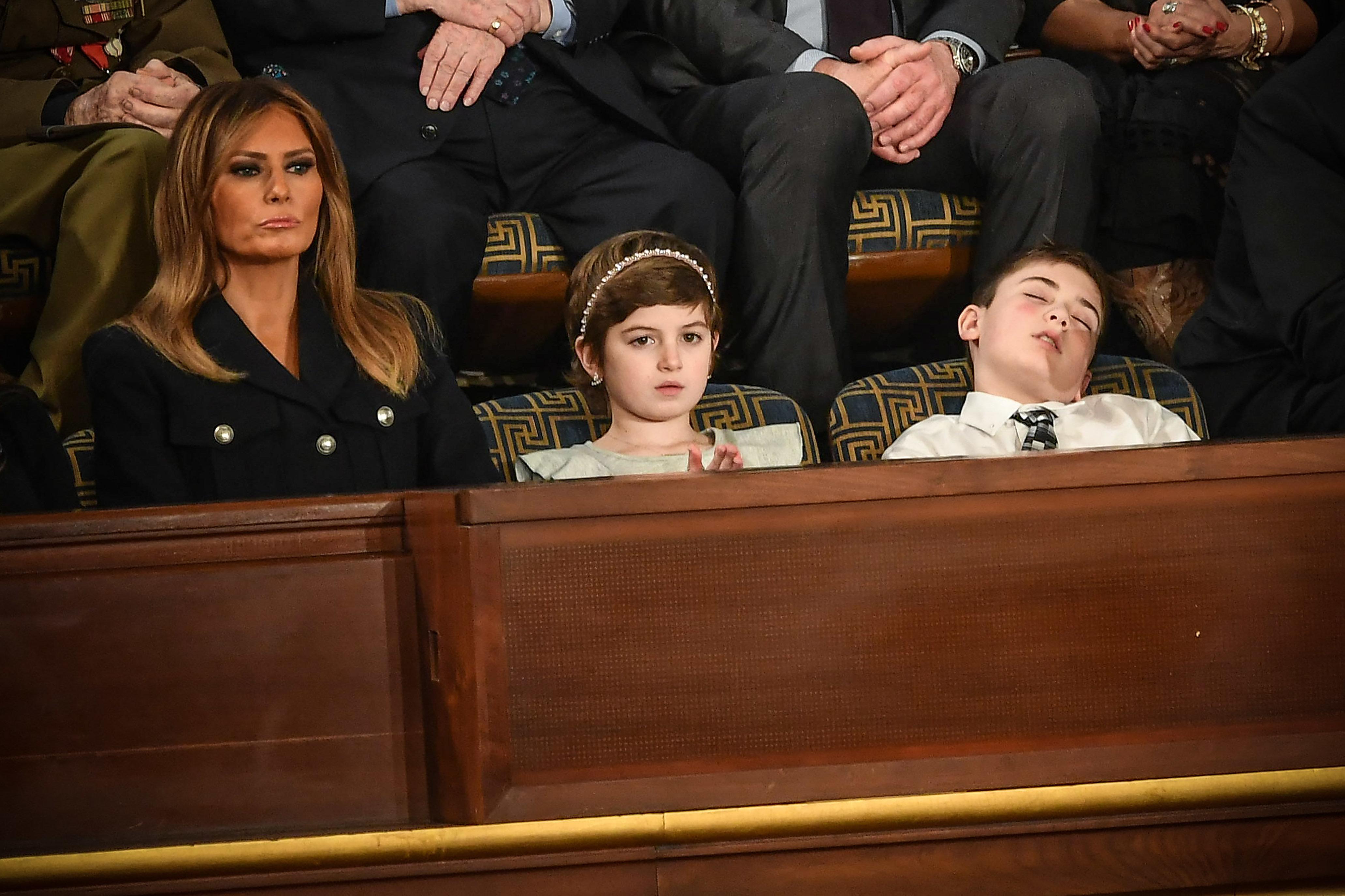 도널드 트럼프 국정연설 중 '꿀잠'을 잔 학생도