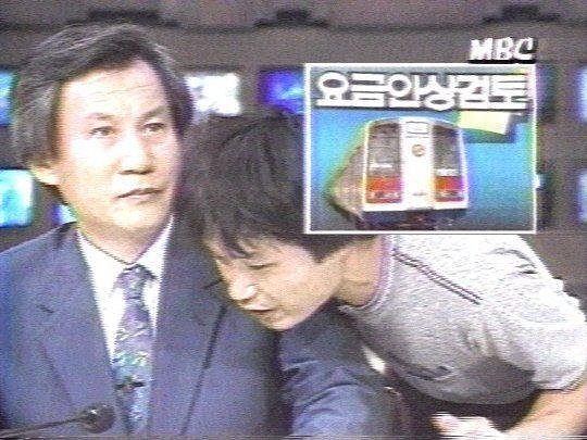 1988년 8월4일 저녁 뉴스데스크 방송중 한 청년이 난입해