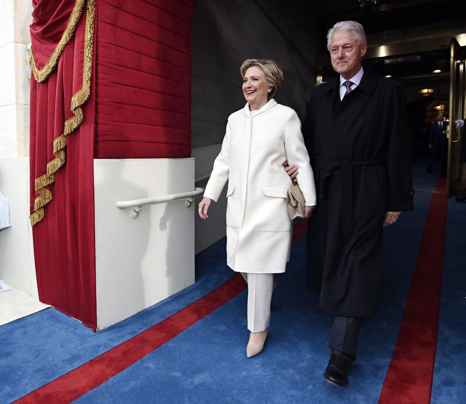 힐러리 클린턴 전 국무장관과 빌 클린턴 전 대통령이 도널드 트럼프 대통령 취임식에 참석하는 모습. 2017년