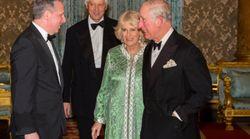 Camilla, l'épouse du prince Charles, en caftan pour un dîner officiel à Buckingham