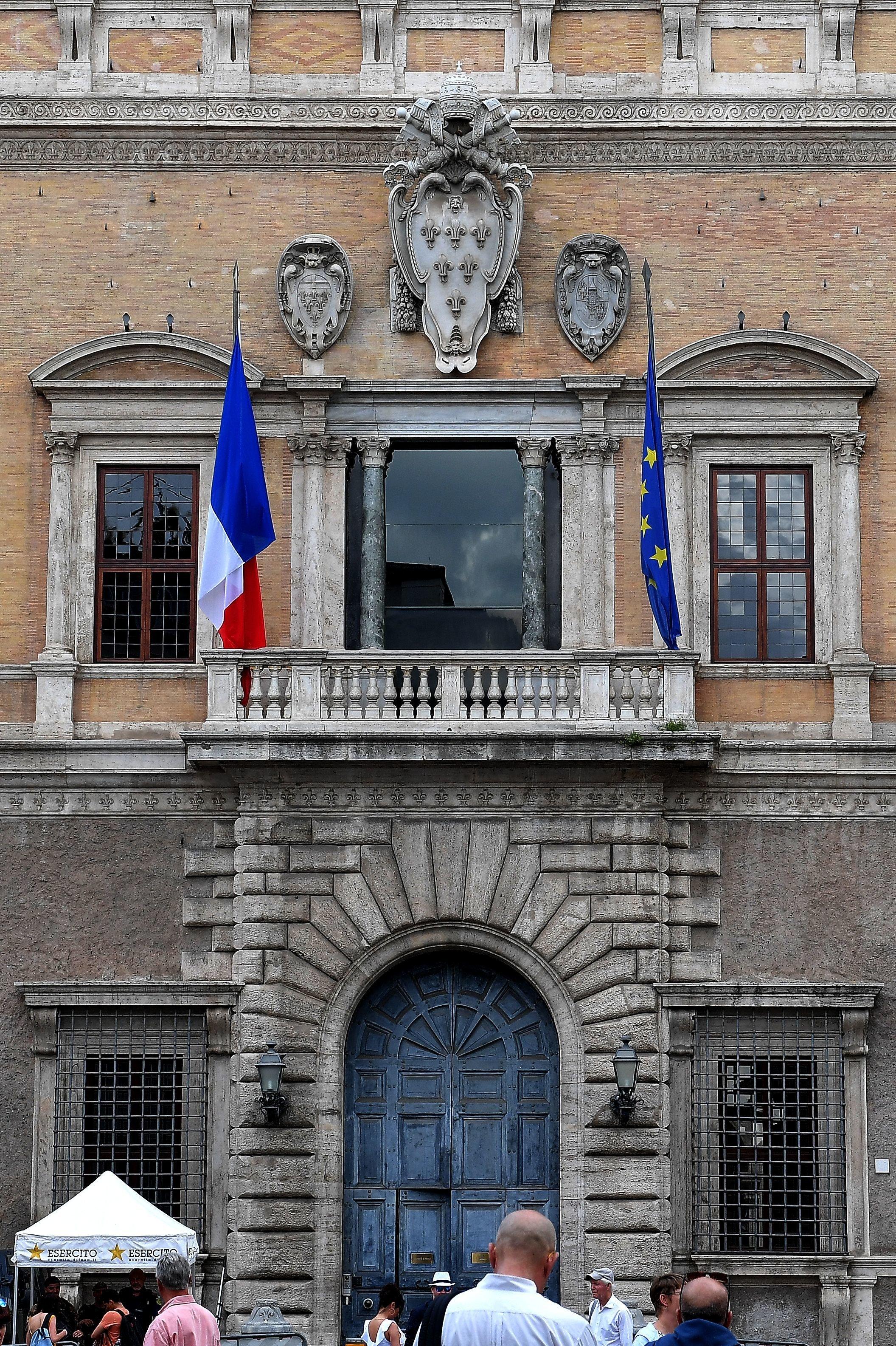 La France accuse l'Italie d'ingérence et rappelle son