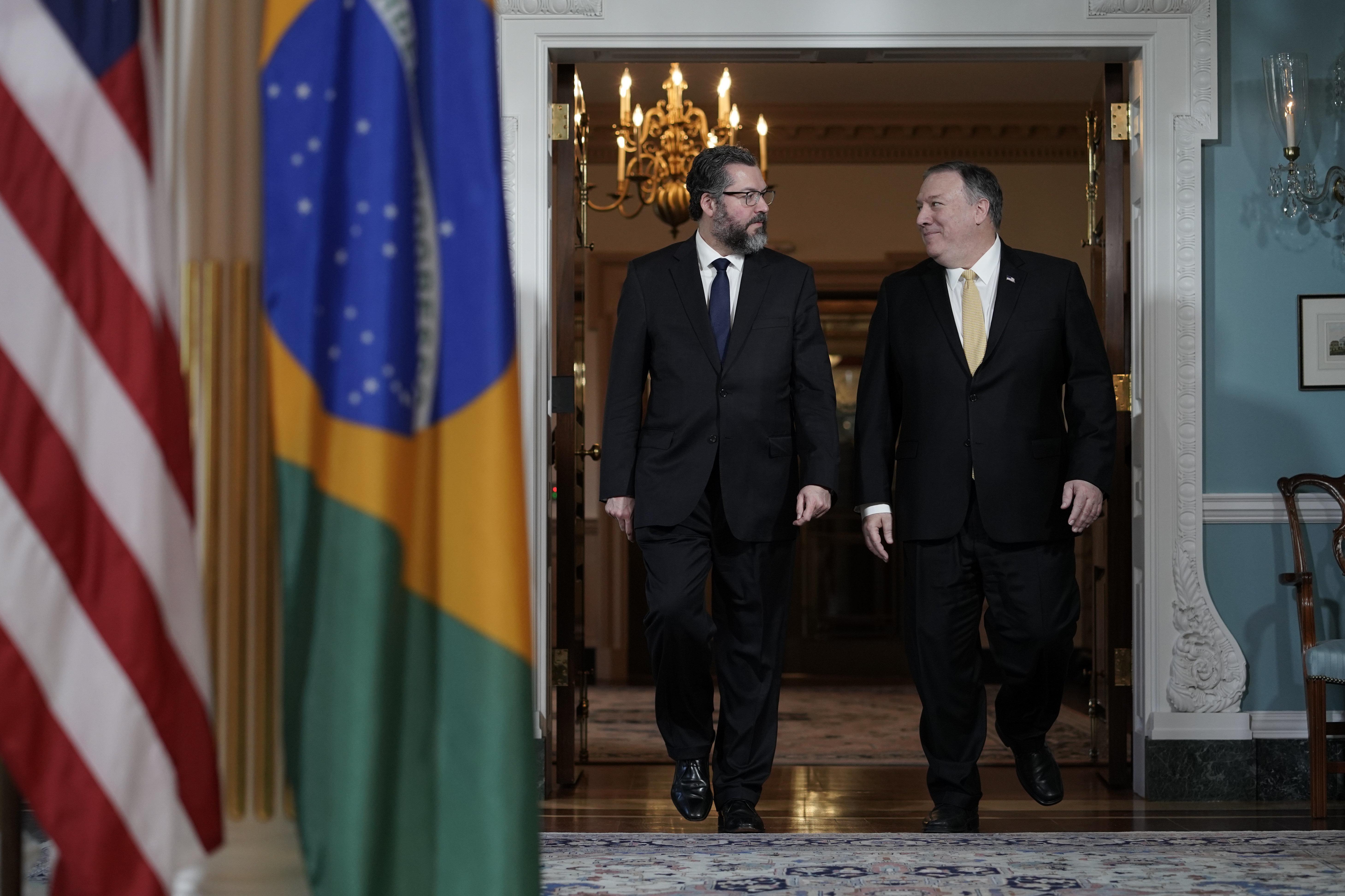 Chanceler brasileiro programa viagem de Bolsonaro aos EUA em