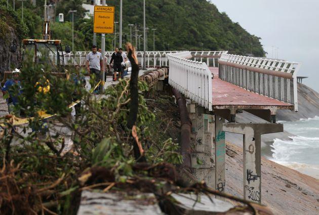 Parte da ciclovia Tim Maia foi destruída durante o forte