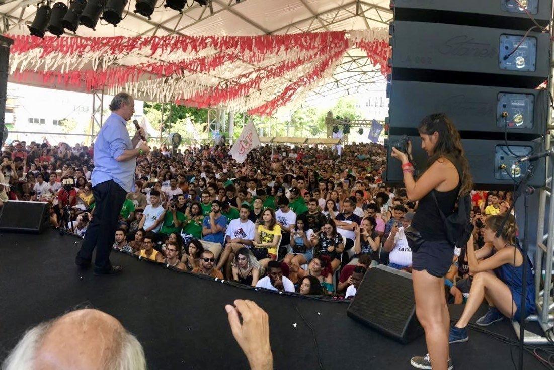Ciro Gomes na UNE: 'Eu sou limpo. Engole essa: o Lula tá preso,