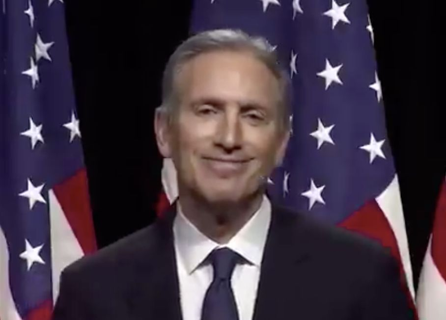 Howard Schultz has to ask people to clap