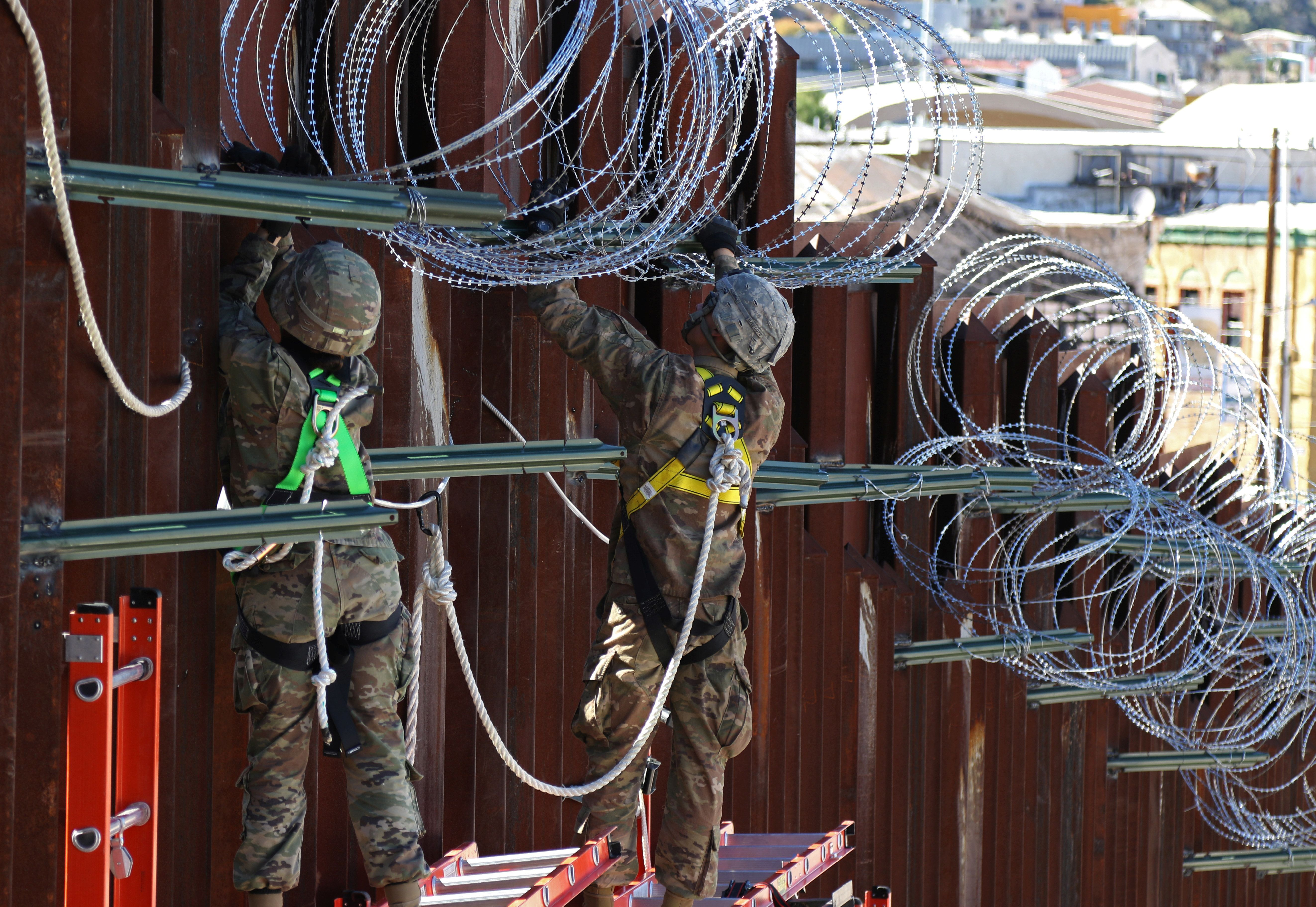 Nogales Orders Federal Officials To Remove Hideous, 'Inhuman' Razor Wire On