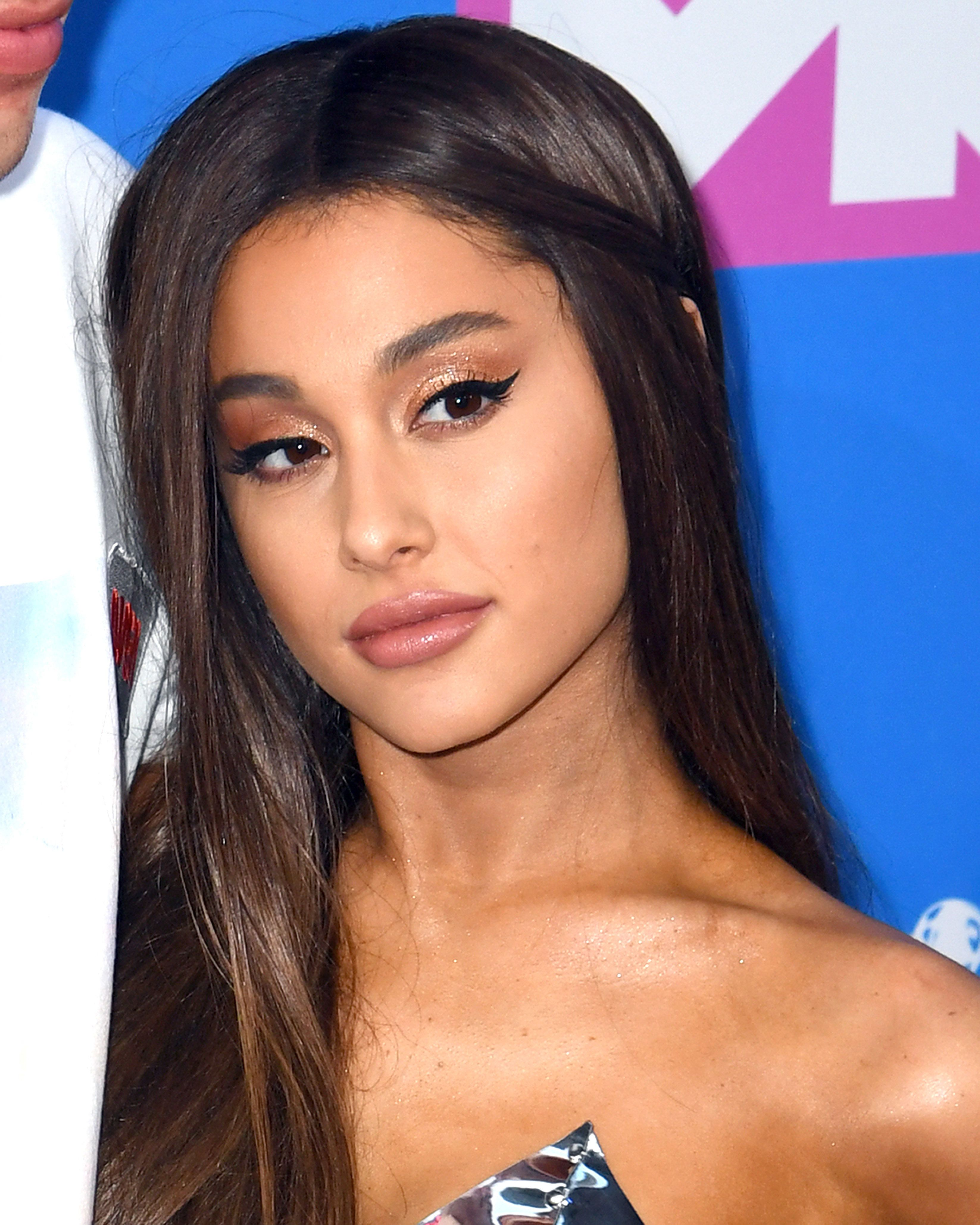 Ariana Grande Accuses Grammys Boss Of 'Lying' About Her After Pulled
